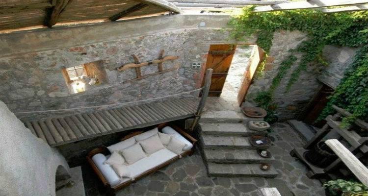 """Παλιό ελαιοτριβείο στην Λήμνο μεταμορφώθηκε σε μια πανέμορφη εξοχική κατοικία και """"κλέβει"""" τις εντυπώσεις (photos)"""